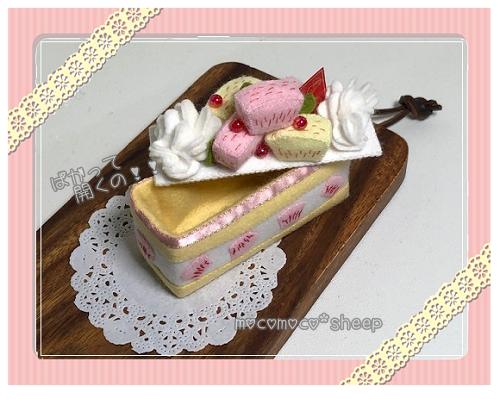 mocomocosheepもこもこひつじフェルト飾りホイップの桃ケーキと桃のムースケーキの会飾りホイップの桃ケーキ